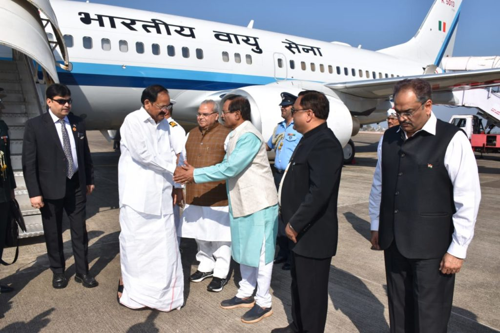 The Vice President of India being received by Minister at Goa Airport